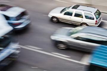 Autos in Bewegung