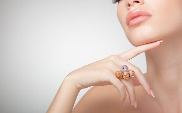 beautiful woman wearing jewelry, very clean image