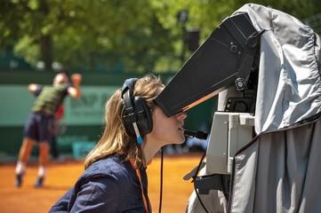 Télévision sur un terrain de tennis