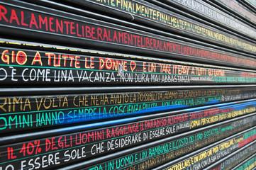 Serranda nera con scritte colorate, Milano