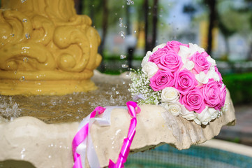 flowers roses wedding bouquet fountain sprays water droplets