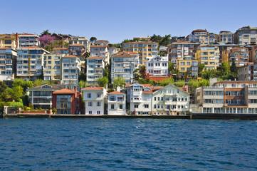 Maisons sur la rive asiatique du Bosphore - Istambul