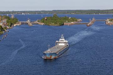 Frachtschiffe auf dem Nord-Ostsee-Kanal, Kiel, Deutschland
