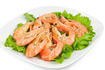 shrimp with peppers on a green salad
