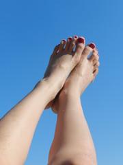 загорелые ноги