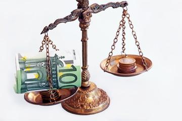 Den Euro in die Waagschale werfen