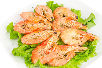 shrimp  a green salad on the plate