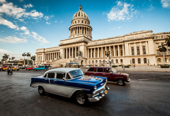 Fototapeten Autos aus Kuba Havana, Cuba - on June, 7th. capital building of Cuba, 7th 2011.