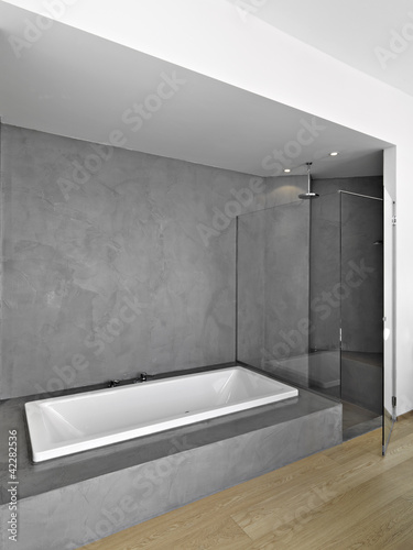 Bagno Con Vasca E Doccia.Vasca E Doccia In Bagno Moderno Stock Photo And Royalty