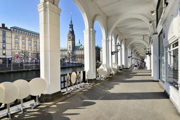 Alsterarkaden mit Hamburger Rathaus