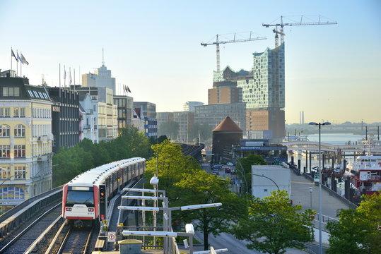 Hochbahn am Hamburger Hafen