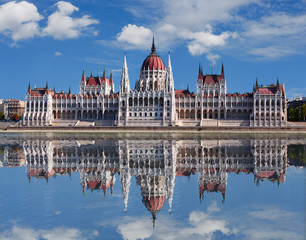 Keuken foto achterwand Boedapest Budapest - Hungarian parliament.with reflection in Danube river