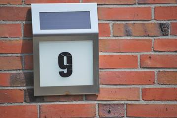 Solarbetriebene Hausnummer