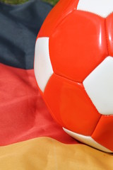 Roter Ball mit Fahne
