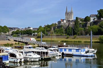 Port on the Maine river of Angers