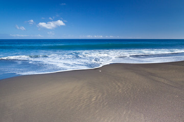 plage de sable noir, l'Etang-Salé, île de la Réunion Fototapete