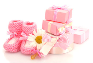 Fond de hotte en verre imprimé Montagne pink baby boots, pacifier, gifts and flower isolated on white