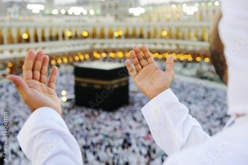 Wall mural Muslim praying at Mekkah with hands up