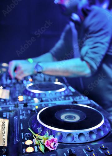 """""""Dj playing the track"""" Stok Gorseller ve Telifsiz gorseller Fotolia.com 'da - Fotograf 42462500"""