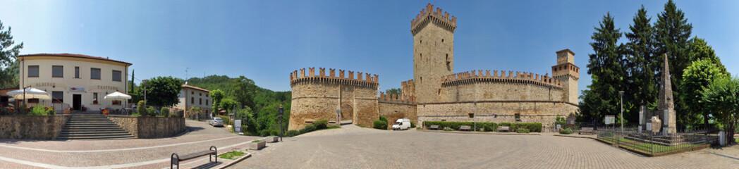 Vigoleno, Vernasca, l'entrata al borgo