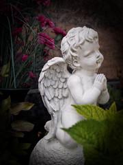 Engel vor Blumen II
