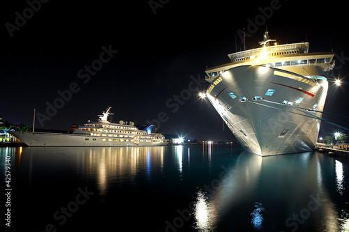 Корабль яхта подсветка бесплатно