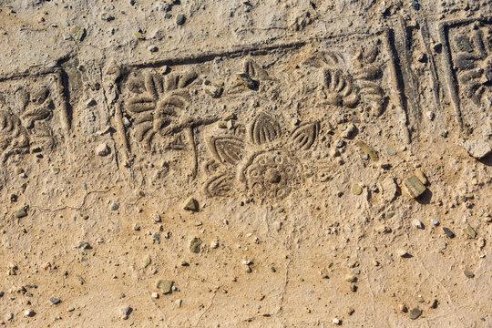 dekorative Bodenplatte in Erde versunken, Xixia Königsgräber