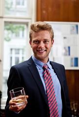 businessmann mit drink