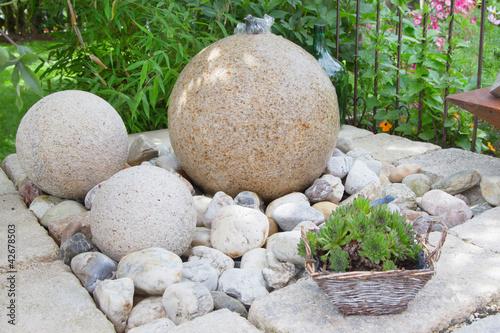 h bscher brunnen im steingarten stockfotos und lizenzfreie bilder auf bild 42678503. Black Bedroom Furniture Sets. Home Design Ideas