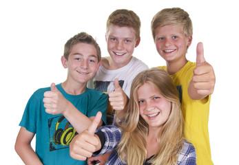 Gruppe Kinder und Teenager mit Daumen hoch