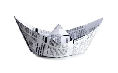 bateau origami en papier journal