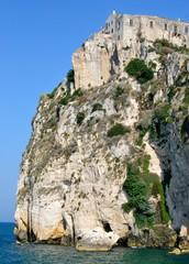 Incantevole  paesaggio della costa del Gargano - Peschici (FG)