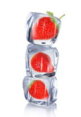 Foto op Canvas In het ijs Strawberry in ice cube