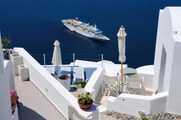 Passagierschiff vor Santorin
