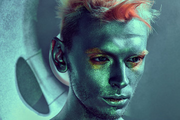 Model men whith fashion face-art