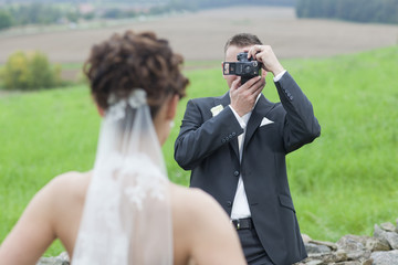 Hochzeitspaar beim Fotoshooting