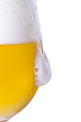 Obraz Wylewające się piwo z kielicha - fototapety do salonu