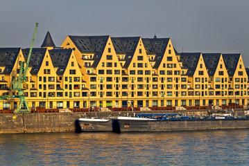 Fototapete - Rheinauhafen in Köln, historische Speicherhäuser