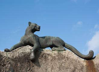 Статуя пантеры