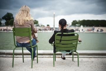 touristes  jardin des tuileries à Paris