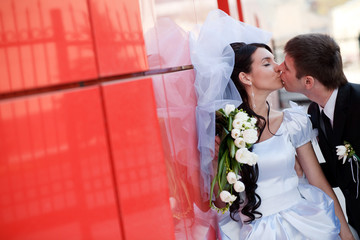 kiss by the red wall