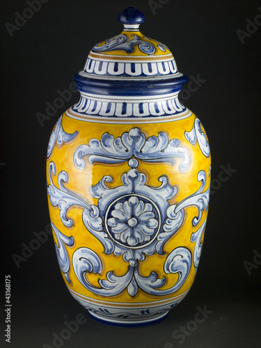 Jarron ceramica talavera de la reina fotos de archivo e - Talavera dela reina ceramica ...