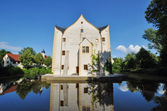 Wasserschloss Klaffenbach im Sonnenlicht