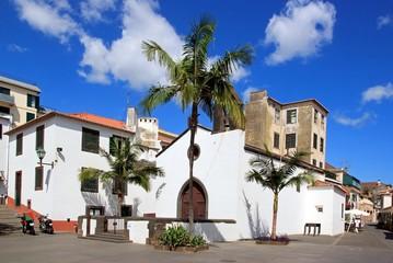 église Largo de Corpo Santo à Funchal (Madère) Fototapete