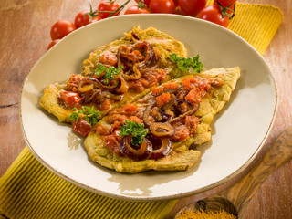 escalope with curry onions and tomatoes