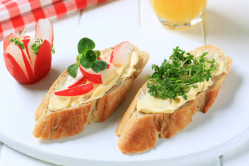 Bread with butter, radish and cress