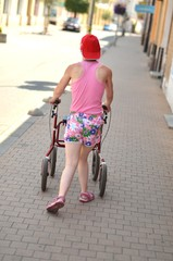 handicapé femme sur la rue