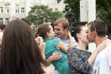 Участники всероссийского флешмоба «Летний поцелуй»