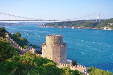 Foto op Aluminium Turkije Rumelihisari with the FSM Bridge in the background