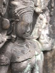 バンテアイ・クデイ寺院のデバター像
